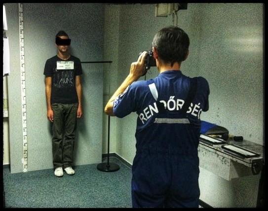 rabosítás, nyilvántartásba-vételi fényképet készít a bűnügyi technikus a gyanúsítottról